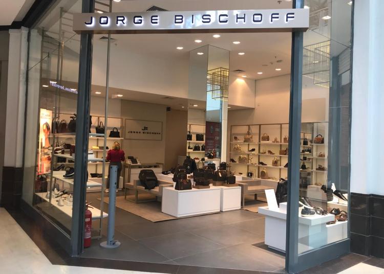Jorge Bischoff, frente da loja.