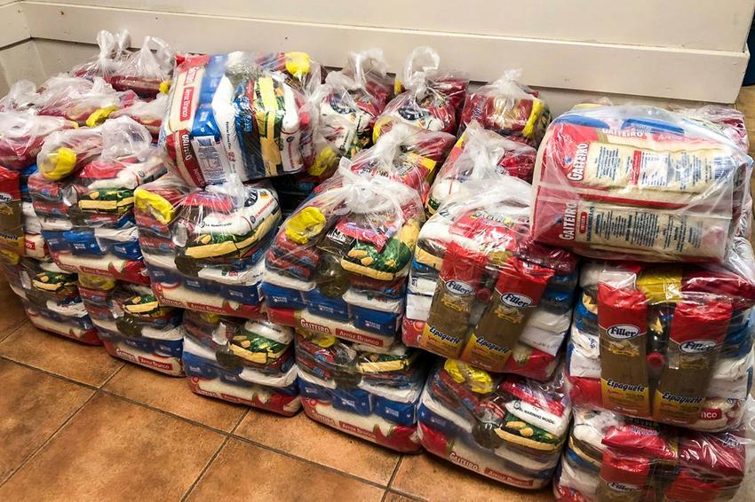 Distribuição de cestas básicas em Porto Alegre. Foto: Henry Ventura/PMPA (Arquivo)