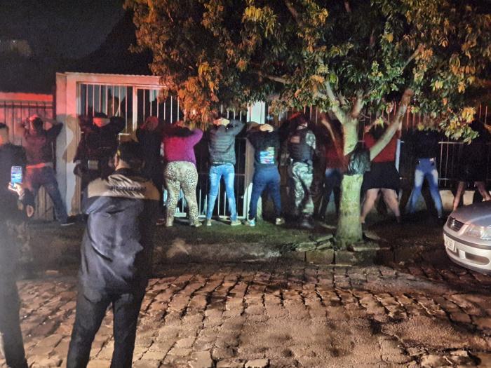 Em dois locais, havia grande número de pessoas, som alto e consumo de bebida alcoólica. Foto: Guarda Municipal de Trânsito de Passo Fundo/Divulgação