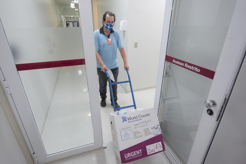 Vacina CoronaVac, como é chamada, veio do Instituto Butantan, em São Paulo, e está sendo testada no Rio Grande do Sul. Foto: Bruno Todeschini / Divulgação