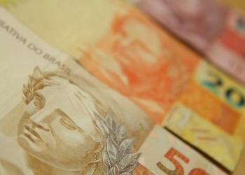 Dinheiro, notas de 50, 20 e 10 reais