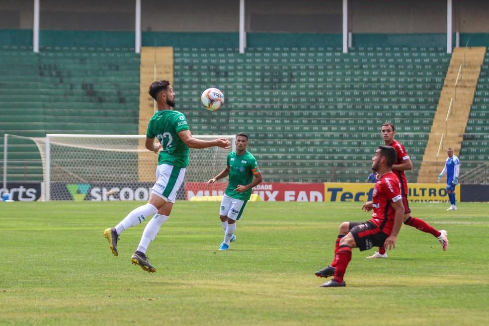 Forte calor deixou o jogo morno no segundo tempo. Foto: Foto: David Oliveira/ Guarani