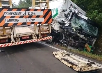 Os condutores dos caminhões não ficaram feridos. Foto: Reprodução