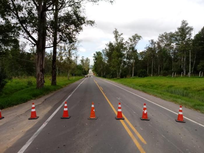 Acidente causou bloqueio nos dois sentidos da rodovia. Foto: Divulgação/PRF