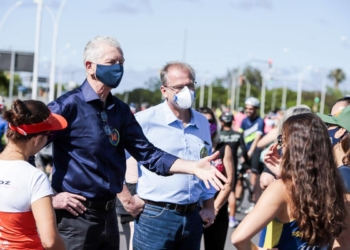 Checchini, de camisa azul clara, teve candidatura impugnada. Foto: DIvulgação