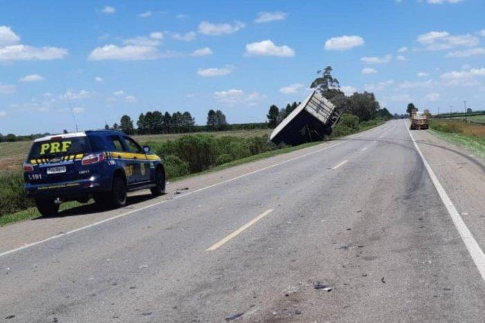 O acidente aconteceu no quilômetro 23 da BR-116. Foto: Divulgação/PRF