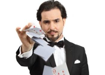 Mágico com cartas