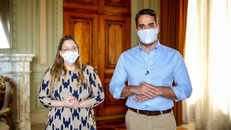 Leite e a diretora do Cevs, Cynthia Goulart Molina-Bastos, garantiram que o Estado está mobilizado para a imunização. Foto: Rodger Timm / Palácio Piratini