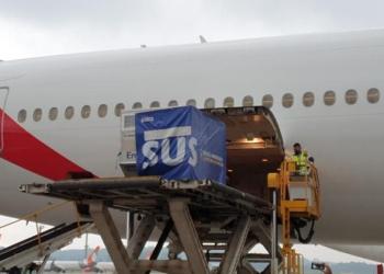 Lote com dois milhões de doses da vacina de Oxford é retirada de avião da Emirates no Aeroporto de Guarulhos. Foto: Divulgação/Ministério da Saúde