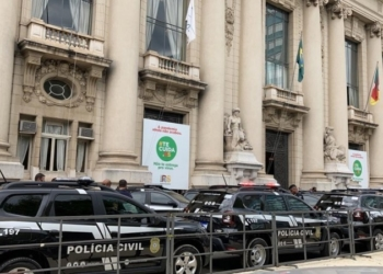 Cerimônia de entrega dos novos veículos ocorreu em frente ao Palácio Piratini, em Porto Alegre. Foto: Divulgação/ Secom