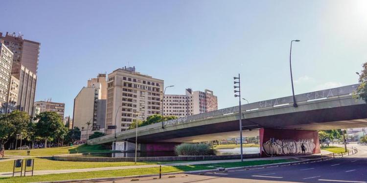 Localizado na avenida Borges de Medeiros sobre a Primeira Perimetral, no Centro Histórico, a estrutura foi construída em 1973. Foto: Cesar Lopes/PMPA