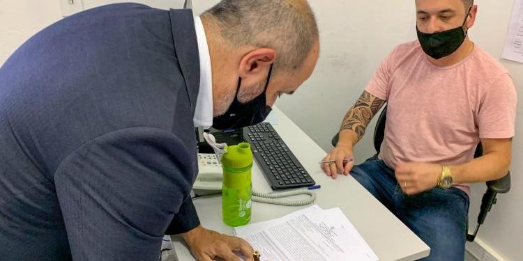 Secretário de Habitação e Regularização Fundiária, André Machado, registrou boletim no Palácio da Polícia, em Porto Alegre. Foto: Anderson Guerreiro/PMPA