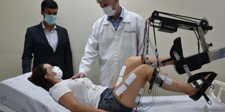 O equipamento ser levado até o leito onde o paciente está internado, acelerando o início do seu processo de recuperação. Foto: Carol Fornasier/Divulgação