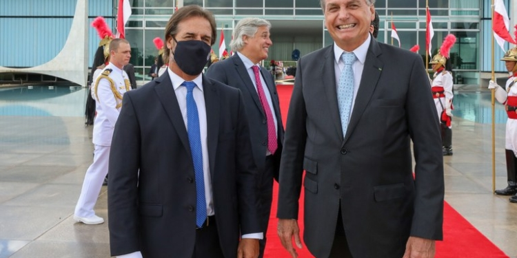 O Presidente Jair Bolsonaro se reuniu com o presidente do Uruguai, Luis Lacalle Pou. Foto: Marcos Corrêa/PR