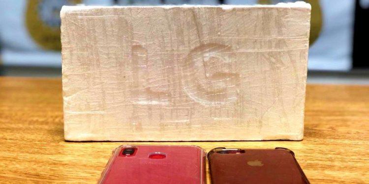 Houve a apreensão de cerca de um quilo de cocaína pura. Foto: Divulgação/Polícia Civil