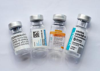 Porto Alegre, RS   Frascos vazios das vacinas Comirnaty/Pfizer/BioNTech, vacina Coronavac/Butantan, vacina Oxford/Astrazeneca/Fiocruz e vacina Janssen. Foto: Cristine Rochol / PMPA