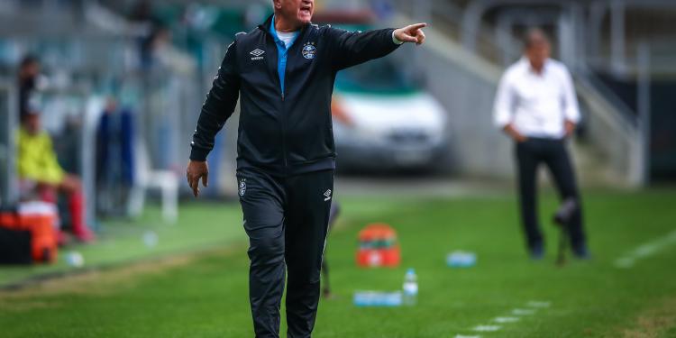 Felipão durante o jogo contra o Inter. Foto: Lucas Uebel/Grêmio