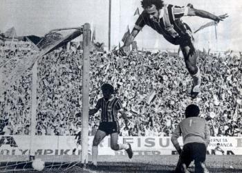 Imagem da famosa cambalhota que deu errado. Foto: Armênio Abascal Meireles / Arquivo do Museu do Grêmio