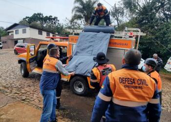 Lonas foram distribuídas para os atingidos. Foto: Defesa Civil / Divulgação