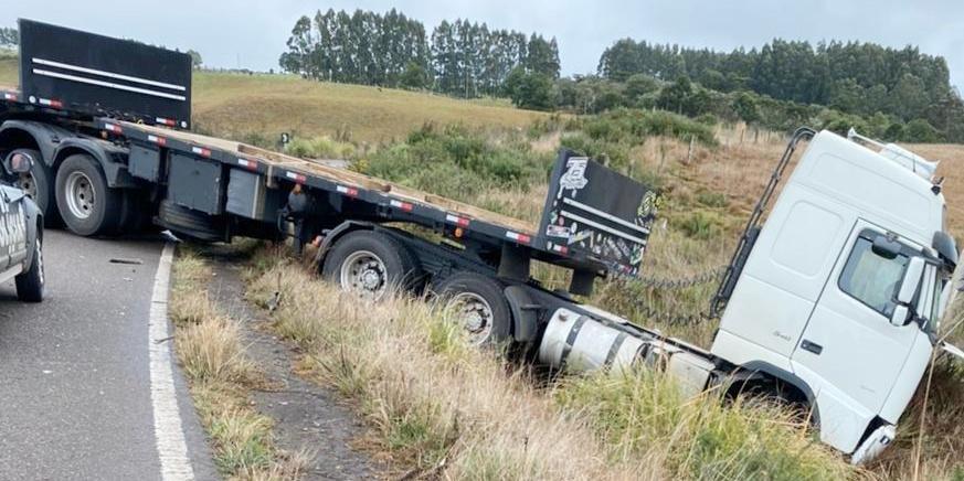 Houve a colisão entre um automóvel e um caminhão bitrem no km 144 da rodovia. Foto: Divulgação/CRBM