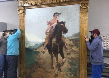 """O quadro """"Fuga de Anita Garibaldi a Cavalo"""" foi restaurado pela UFPel. Foto: Andréa Bachettin/Divulgação Sedac"""